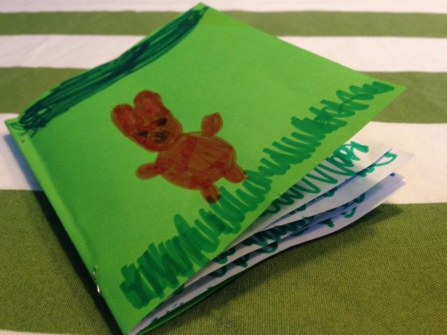 20:53 Uhr: Das Räupchen hat mal wieder ein Buch geschrieben, äh gemalt. Und offensichtlich Mittagsschlaf gemacht...
